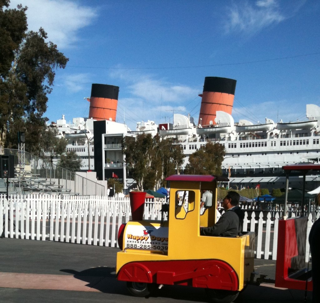 Train trackless queen mary