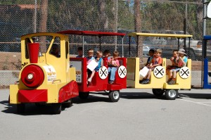 Trackless Train for rent los angeles-train birthday party happydaysentertainment.com
